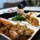 Sauté de dinde aux litchis. wok de légumes, écrasé de patate douce au noisettes. Tomates confites au thym des Alpilles