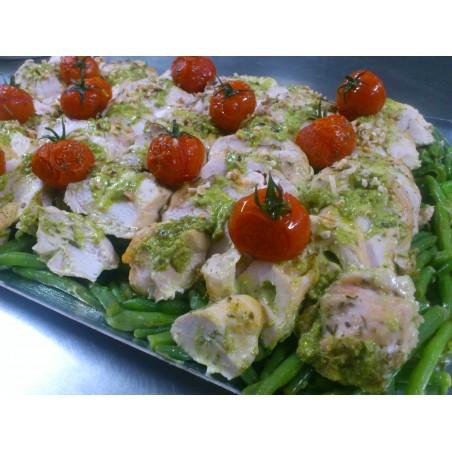 Pavé de saumon aux baies roses, orecchiettes au pesto et courgettes poellées aux herbes de Provence
