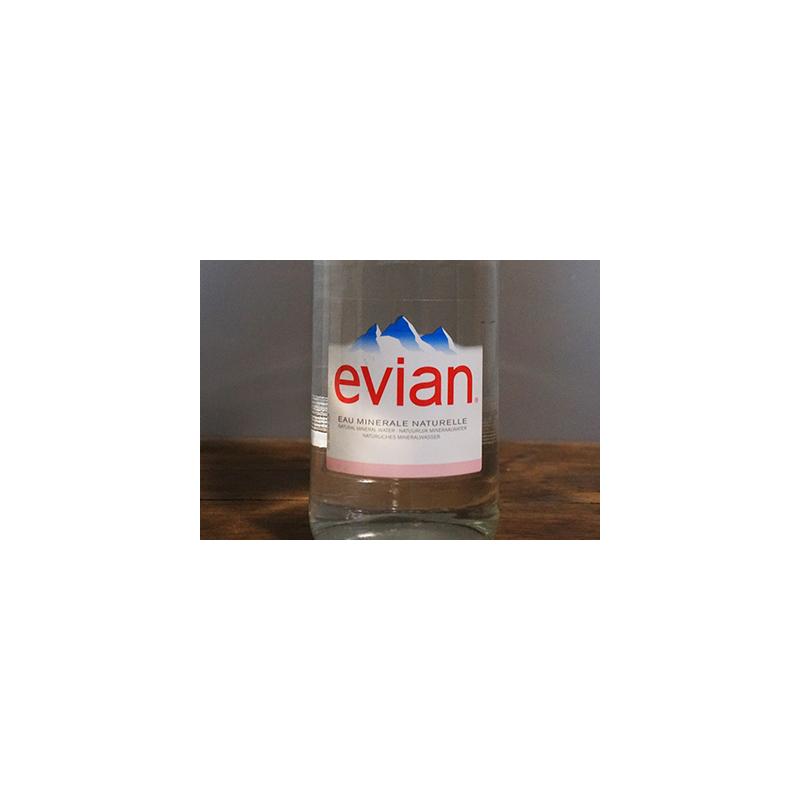 Eau plate Evian